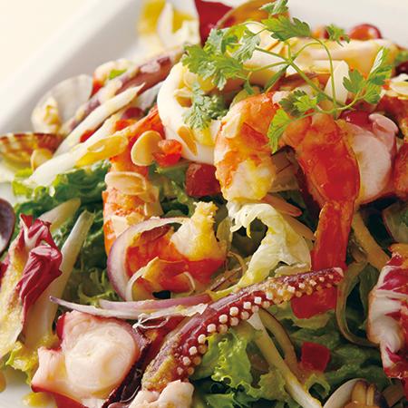 魚介と香草のカクテルサラダ