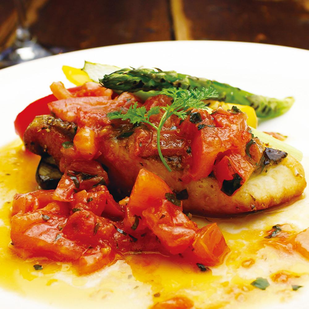 サワラのソテー 〜バジルとフレッシュトマトのソース〜